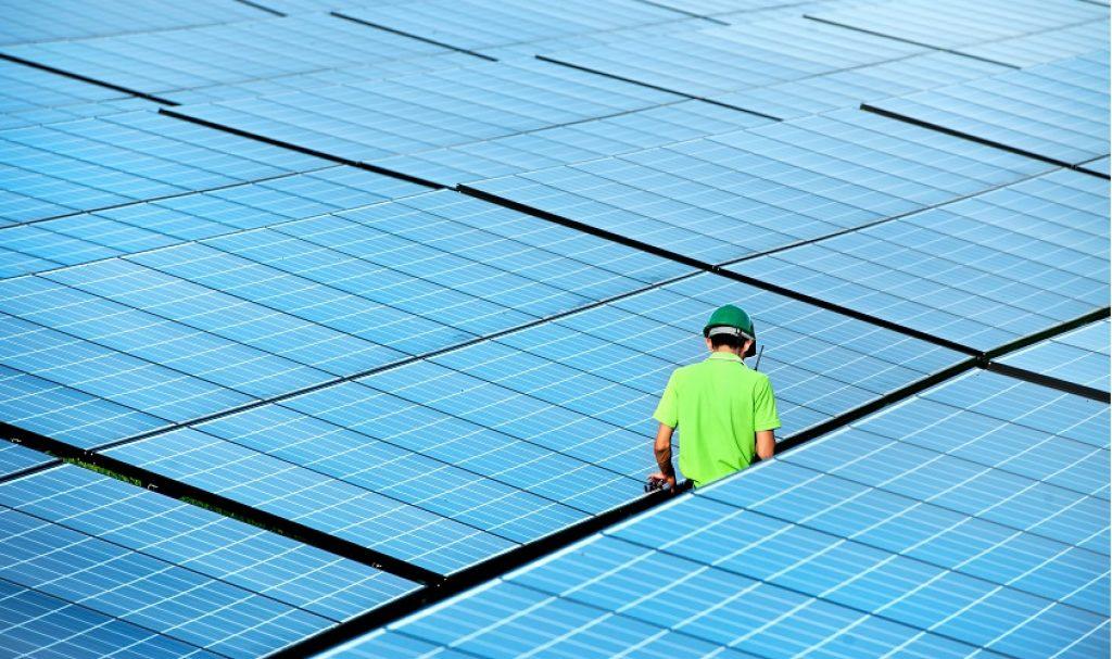 Ottobre 2018: il GSE (Gestore dei Servizi Energetici) ha da poco rilasciato dei chiarimenti che aiutano a comprendere meglio alcuni punti in materia di proprietà e gestione di impianti fotovoltaici